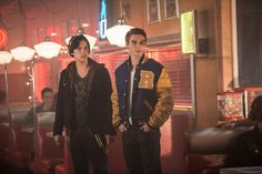 Jughead Jones and Archie Andrews played by Cole Sprouse and KJ Apa in Netflix series Riverdale Kj Apa Riverdale, Riverdale Archie, Riverdale Aesthetic, Riverdale Cast, Riverdale Memes, Riverdale Spoilers, Riverdale 2017, Riverdale Netflix, Sprouse Cole