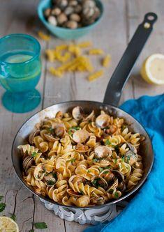 Fusilli with clams in marinara sauce Fusilli, Pasta Recipes, Salad Recipes, Healthy Recipes, Marinara Recipe, Marinara Sauce, Original Recipe, Food Inspiration, Risotto