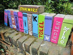 Ziegelstein-Bücher im Garten