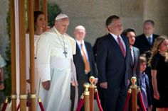 pope francis visits jordan | Pope Francis (left) listens to the national anthem with Jordan's King ...