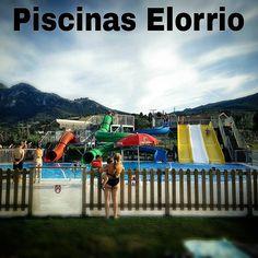 """Hoy he ido a las piscinas de #Elorrio tras escuchar maravillas de otros conocidos. Todo lo visto da para un artículo en la web. Atentos pues y ya iremos pasando más fotos... Recomendable ir pero aviso adultos 6 la entrada y enanos (incluidos bebés) 3. Eso sí lo de los bebés es pq tienen """"piscina propia""""... Ya veréis ya... #piscinasElexalde Vs #piscinas Elorrio #fbGDKO #galdakaosemueve"""