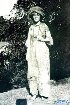 Agatha Christie aged 19 in 1909