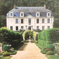 Loire Valley in France Beautiful Buildings, Beautiful Homes, Mansion Homes, European Home Decor, French Country House, Country Houses, French Colonial, French Countryside, House Rooms