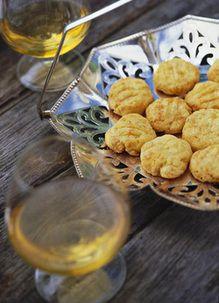 KLEIN KOEKIES & MERINGUES 21st Bday Cake, Cinnabon Cinnamon Rolls, Food Art For Kids, South African Recipes, Biscuit Recipe, Meringue, Sweet Treats, Dessert Recipes, Snacks