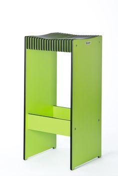 Hocker aus Kompaktplatte Egger grün