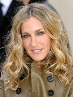 Trying to tame curly hair? Check out Sarah Jessica Parker's stunning curls! #howto #SJP