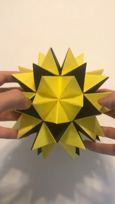 Origami Shapes, Geometric Origami, Modular Origami, Origami Design, Easy Origami, Origami Pencil Holder, Origami Flowers Tutorial, Cool Paper Crafts, Origami Ball