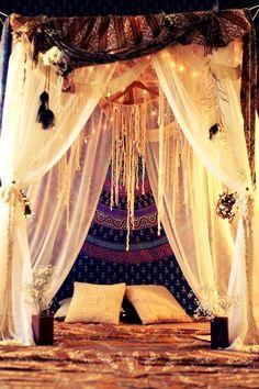 Romantisches himmelbett mit lichterkette  Mit Lichterkette zur Wohlfühloase | Love | Pinterest ...