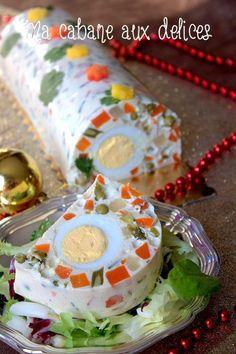 Je vous propose la recette de cette terrine de légumes en macédoine. Une entrée froide et festive, facile à faire, très rapide et sans cuisson.