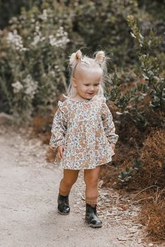 Distressed Shorts Baby Girl Hairstyles Distressed shorts Informations About Distressed Shorts Baby G Toddler Girl Fall, Toddler Girl Style, Toddler Girl Outfits, Toddler Fashion, Stylish Kids Fashion, Stylish Toddler Girl, Child Fashion, Toddler Boys, Outfits Niños