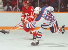 Hockey Boards, Wayne Gretzky, Edmonton Oilers, Odd Stuff, Nfl Fans, National Hockey League, Hockey Players, Ice Hockey, Athlete