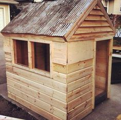 Build Easy DIY Playhouse From Pallets | 99 Pallets. (We could do this for Adelaide)
