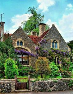 Classic Irish village house Like a fairy tale cottage! Cozy Cottage, Cottage Homes, Cottage Style, Cottage Gardens, Irish Cottage Decor, Beautiful Homes, Beautiful Places, House Beautiful, Jardin Decor