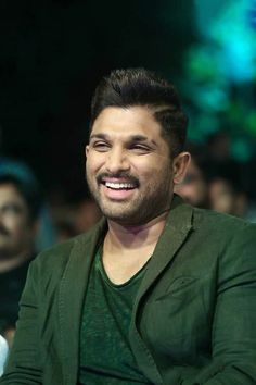 Saved by Vaishnavi Allu Arjun Hairstyle, Famous Indian Actors, Allu Arjun Wallpapers, Dj Movie, Allu Arjun Images, South Hero, Photoshop Images, Indian Star, Actors Images