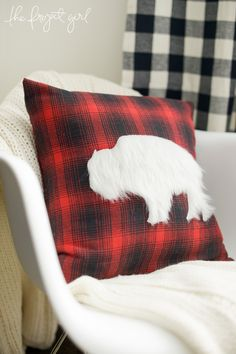 Cricut Design Space Star -- The Project Girl Bison Pillow -- #DesignSpaceStar The Final Five