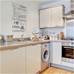 """Adesivo Murale - Love Cooking.  Adesivo murale di alta qualità con pellicola opaca di facile installazione. Lo sticker si può applicare su qualsiasi superficie liscia: muro, vetro, legno e plastica.  L'adesivo murale """"Love Cooking"""" è ideale per decorare la cucina. Adesivi Murali."""
