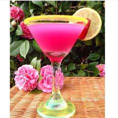 Pretty Princess Tini - For more delicious recipes and drinks, visit us here: www.tipsybartender.com