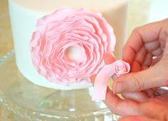DIY fondant flower. Tutorial from My Cake School. Follow @My Cake School for amazing ideas!