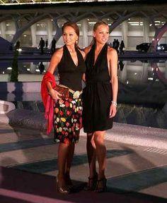 Isabel con Anna Kournikova, en la apertura de un nuevo espacio de Porcelanosa.