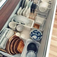 How to revamp the kitchen table? Kitchen Organization, Organization Hacks, Kitchen Storage, Kitchen Interior, Kitchen Decor, Muji Home, Old Kitchen Tables, Kitchen Pantry, Kitchen Colors