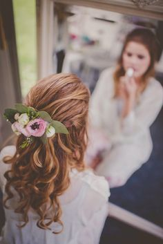 Bridal hair ideas that will look gorgeous in your wedding photos.