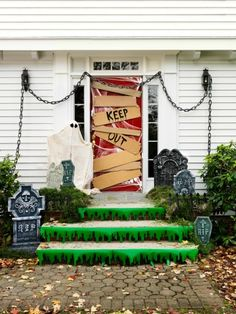 Halloween decor does not need to be scarily pricey. Now all Halloween decors must be scary. You can acquire the Halloween decor you would like for less. This Halloween decor is ideal for those who … Halloween Outdoor Decoration, 50 Diy Halloween Decorations, Hallowen Ideas, Halloween Themes, Halloween Design, Diy Outdoor Halloween Decorations, House Decorations, Halloween Crafts, Halloween Veranda