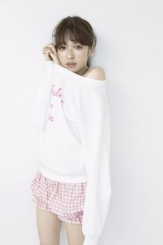 Erika Mori / © ar Sty : Hitomi Imamura h&m : Shinobu Igari Cute Japanese, Japanese Beauty, Japanese Girl, Asian Beauty, Girls Album, Girl House, Japanese Models, Asia Girl, Japan Fashion