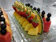 Fruit platter ideas party buffet Ideas for 2019 Fruit Tables, Fruit Buffet, Party Buffet, Fruit Salad Recipes, Fruit Snacks, Fruit Smoothies, Fruit Presentation, Fruits Decoration, Fruit Creations