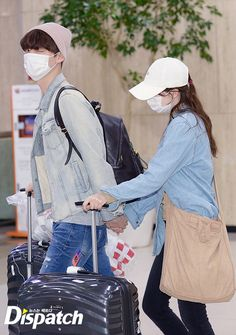 Ahn Jae Hyun winking at the cameras while holding Goo Hye Sun's hand at the airport is adorable