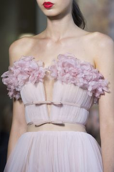 Giambattista Valli Fall 2017 Couture Fashion Show Details - The Impression Look Fashion, Runway Fashion, High Fashion, Fashion Show, Fashion Design, Latest Fashion, Fashion News, Floral Fashion, Fashion Games