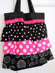 Here& a fun, easy and quick ruffle tote bag tutorial that you can make. Works great as a dance bag or a library bag or just a tote bag for around the town. T Shirt Recycle, Ruffles Bag, Ruffle Skirt, Library Bag, Bag Crochet, Crochet Pattern, Fabric Bags, Fabric Basket, Love Sewing