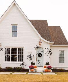 Halloween Home Decor, Halloween House, Fall Home Decor, Autumn Home, Halloween Fun, Halloween Decorations, Halloween Makeup, House Tweaking, Style Me Pretty Living