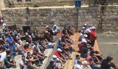 #موسوعة_اليمن_الإخبارية l وسط القيود والاعتداءات الإسرائيلية.. الفلسطينيون يصلون بالأقصى