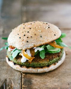 Pea falafel burger with rocket salad, cucumber, tomato-onion chutney and a cashew dressing.