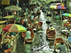 Floating market of Damnoen Saduak, Thailand
