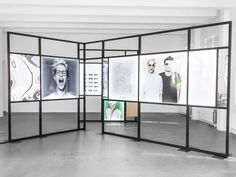eyewear brand ace & tate launched a sleek pop-up store on the premises of hôtel droog. Display Design, Booth Design, Store Design, Exhibition Display, Exhibition Space, Exposition Photo, Photography Exhibition, Pop Up Shops, Expositions