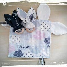 Idee cadeau, reservé, ensemble doudou personnalisé oreilles de lapin, et ses deux hochets