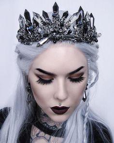 Gothic Ice Queen Kopfschmuck - - New Ideas Fantasy Jewelry, Gothic Jewelry, Fantasy Hair, Fantasy Makeup, Cute Jewelry, Hair Jewelry, Jewellery, Gothic Crown, Crown Earrings