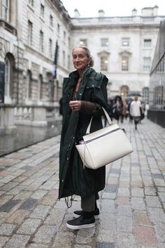 Lucinda Chambers - flat shoes with thick white sole looks great with big white bag -everything else is black