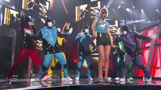 "Taylor Swift Performing ""22"" with The Jabbawockeez 