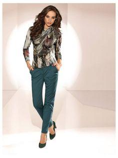 Ensemble pantalon émeraude et t-shirt imprimé - http://www.helline.fr/Pantalon-chino/an082264X/HellineFr?ShopID=sh6317983sp10021456824