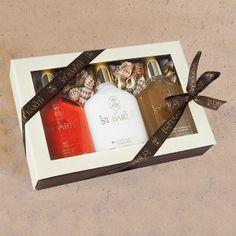 "Set ""Sonne"". Diese Geschenkschachtel enthält 3 Traveller size 125 ml:    •  Aloe Vera Gel    •  Peeling Duschcreme    •  Roucou Sonnenöl LSF 4"