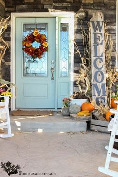 46 of the Coziest Ways to Decorate your Outdoor Spaces for Fall
