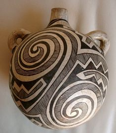 Historic Acoma pottery | Mary Histia Acoma pottery Ceramic Pottery, Pottery Art, Ceramic Art, Southwest Pottery, Southwest Art, Native American Pottery, Native American Indians, Pueblo Pottery, Sculptures Céramiques