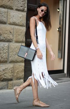 Zina Charkoplia com Vestido Midi e Lace Up Flats