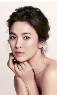Glowing Skin Tips Best Way to Get Clear Skin Korean Beauty, Asian Beauty, Song Hye Kyo, Beauty Shots, Korean Actresses, Skin Tips, Woman Face, Clear Skin, Glowing Skin