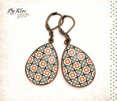 Boucles d'oreilles pendantes Cabochons • Motif seventies • goutte orange blanc bleu beige verre