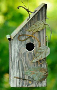 This birdhouse has a very Charlotte style.
