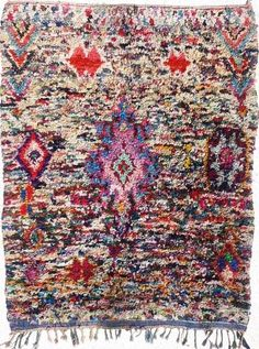 In these, often very modest, households, the Berbere women weave carpets out of discarded scraps of material. A thousand scraps of cotton, nylon and occasionally wool are woven into these fabulous decorative creations.