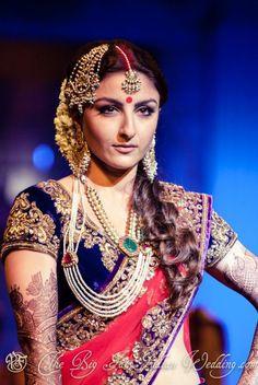 pretty Indian jewelry - Soha Ali Khan for Vikram Phadnis